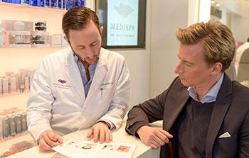 Medispa Ästhetik Beratung beim Mann bei Dr Bacman in Köln