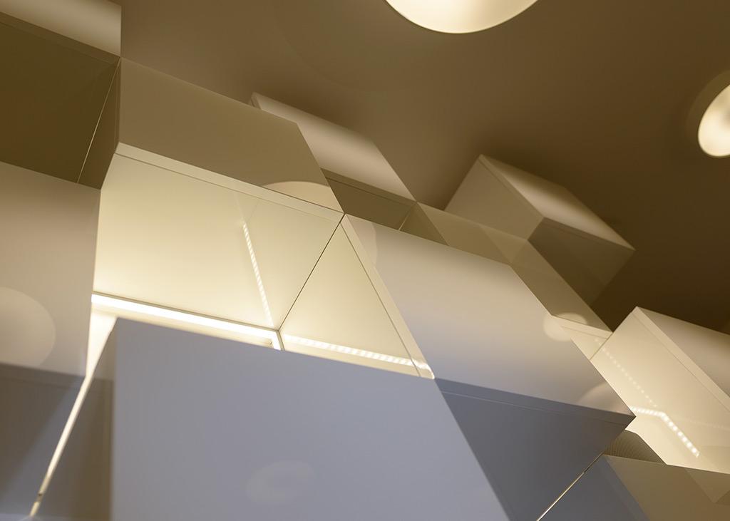Besondere Wohlfühlatmosphäre im Beautysalon MEDISPA durch ein warmes Lichtkonzept
