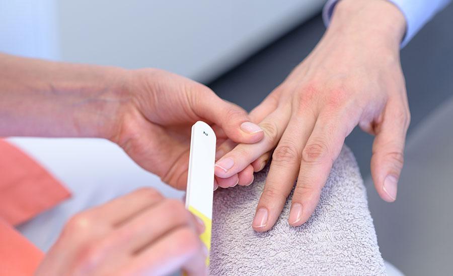 Kürzen und Pfeilen der Nägel im MEDISPA