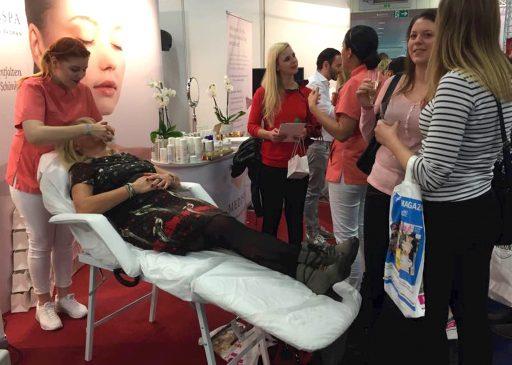 MEDISPA bei der Behandlung auf der Brautmesse in Köln