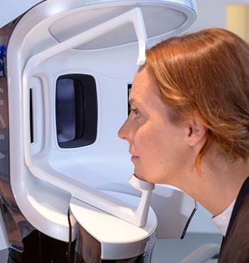 Hautanalyse mit VISIA Gen7 in Köln bei Dr. Bacman
