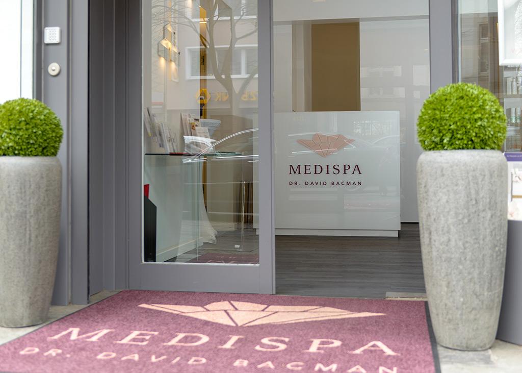 Eingang von MEDISPA, Dr. David Bacman in Köln, Lindenthal in NRW