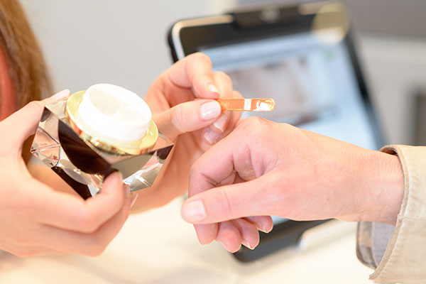 Individuelle Beratung bei Hautpflegeprodukten für zu Hause