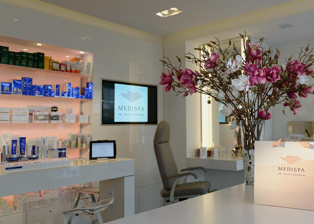 Moderne, helle Räumlichkeiten und ein angenehmens Ambiente im Kosmetikstudio für medizinisch-ästhetische Behandlungen in Köln