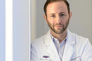 Dr. David Bacman Dermatologe im Medical Skin Center Köln berät Sie gerne im Medispa.