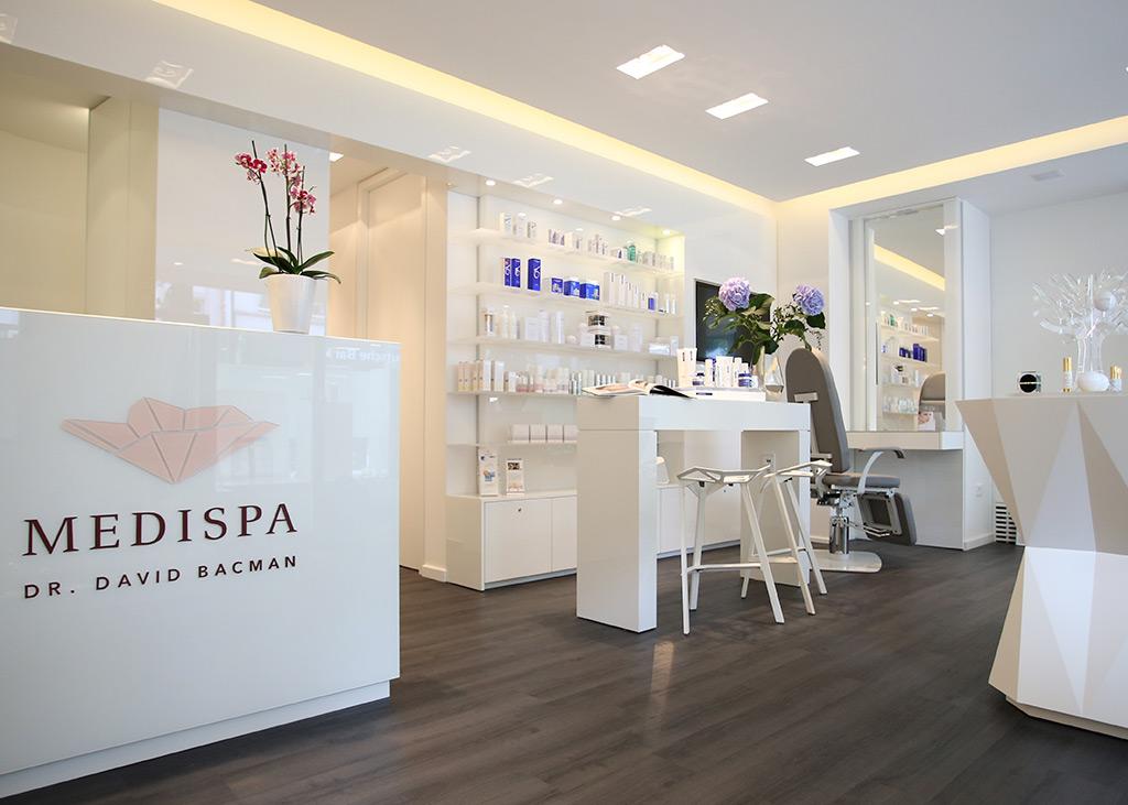 Medizinische und Ästehtische Behandlungen sowie Dermatologie im MEDISPA, Köln, der Klinik für Schönheit vom Dermatologen Dr. David Bacman