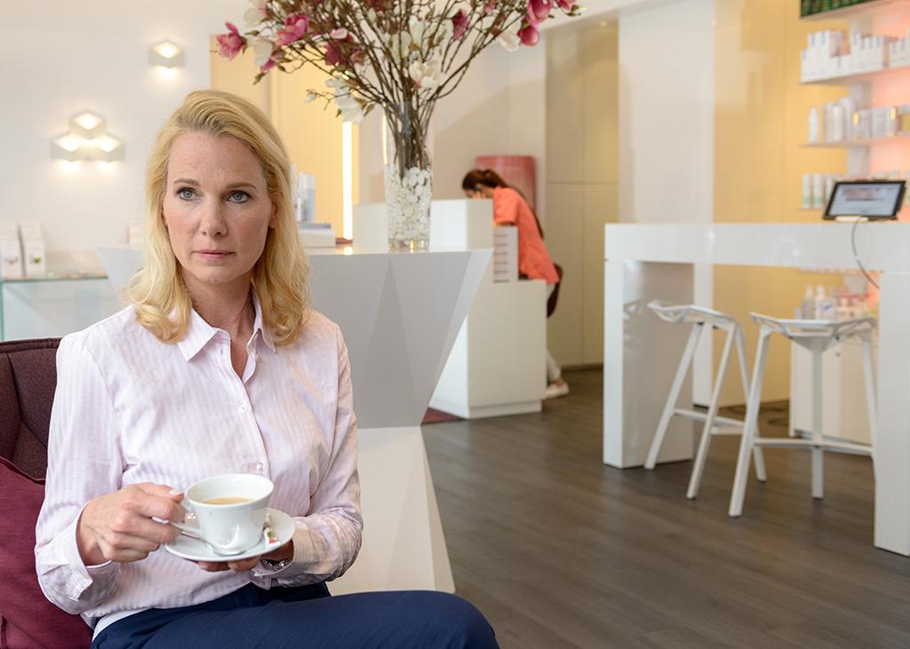 Kaffee und netter Service im MEDISPA, Klinik für Schönheit in Köln